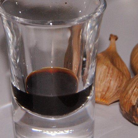 Chỉ 3-5 mL rượu tỏi đen là có thể dứt cơn ho.